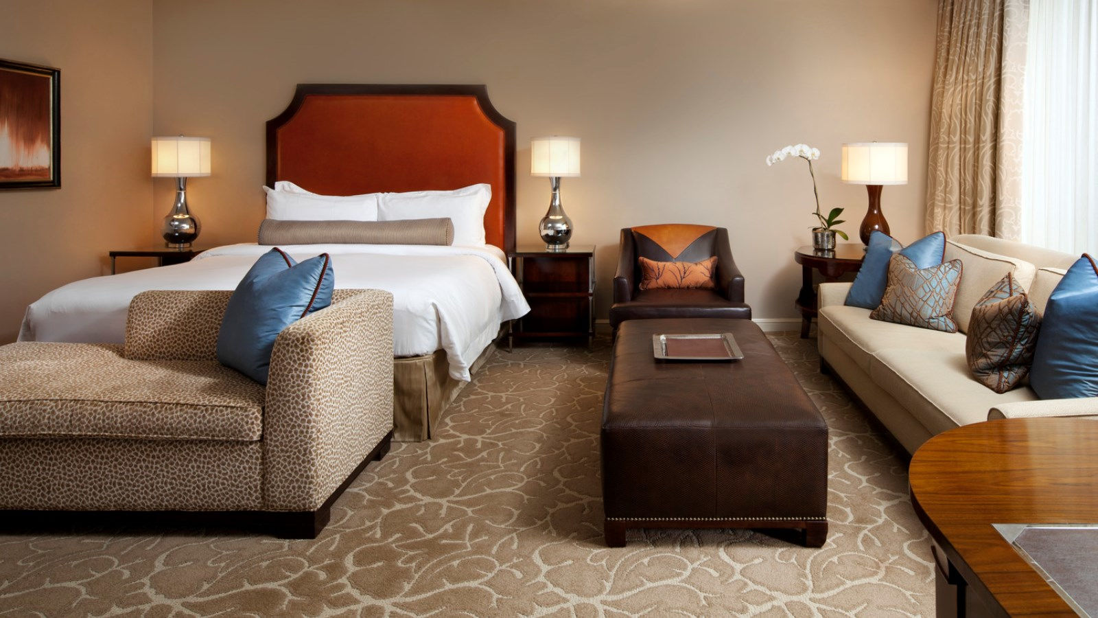 Astor Grand Luxe Guest Room - Luxury Hotels in Houston - The St. Regis Houston Hotel