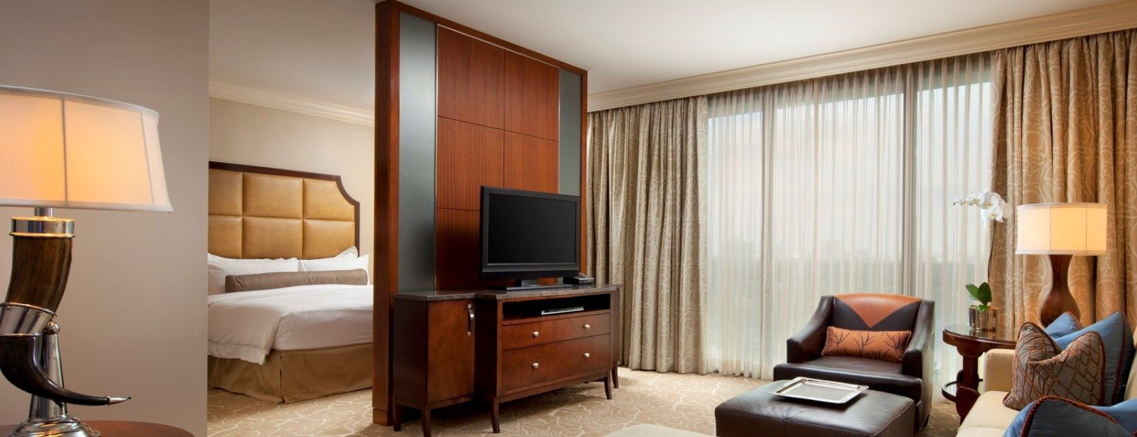 Junior Suite - Luxury Hotels in Houston - The St. Regis Houston Hotel